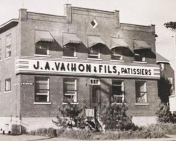 Photo ancienne : édifice J.A. Vachon & Fils, pâtissiers.
