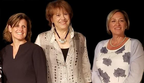 Dans l'ordre habituel: la ministre de la Justice, Mme Stéphanie Vallée, Mme Hélène David,ministre responsable de la Condition féminine et Mme Guylaine Ouimette, T.S., présidente de l'OTSTCFQ