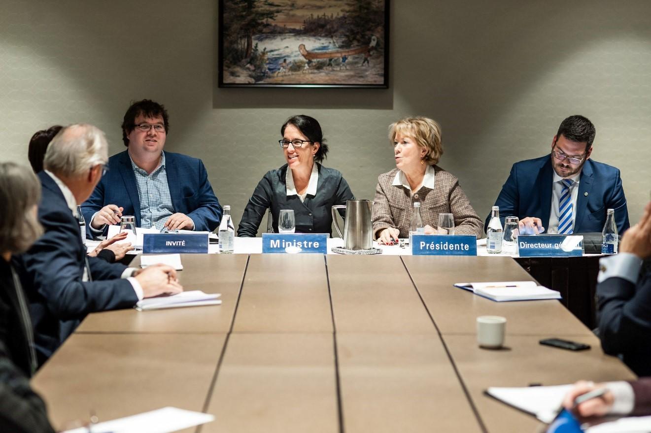 Des représentants des 46 ordres professionnels rencontrent la ministre Sonia Lebel