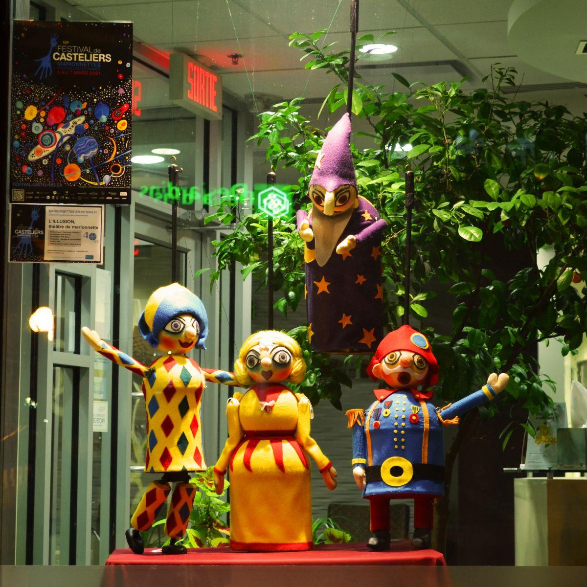 Marionnettes en vitrines